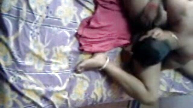 સુંદર નાના મોટા tits ગુજરાતી સેકસી વીડીયો પિચર સાથે સાથે fucks વ્યક્તિ પર એક સફેદ કોચથી