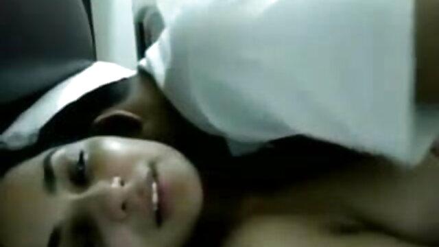 આ છોકરો સાથે ભોસ ચુત સેકસી વીડીયો ફોટા ઉડાવી હતી અને સેક્સ યોનિ માં કાર.