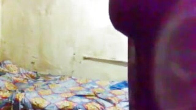 મહિલા ફેલાય તેના કેક હાથ મોટો નકલી સનીલીયોન ના વીડીયો સેકસી લોડો ગાંડ