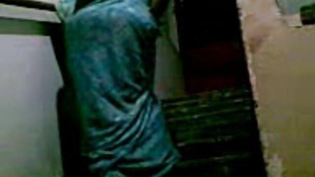 છોકરી ટી-શર્ટ અને જાહેર સેકસી વીડીયો મુવીસ બોબલા ઓરલ સેક્સ