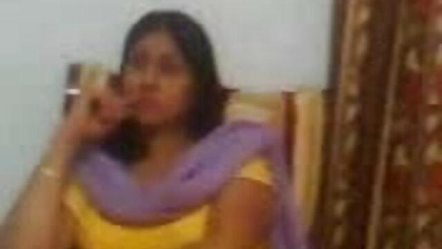 આકર્ષક છોકરી વીડીયો બીપી સેકસી caresses મીઠી અને આનંદ papillae પર કેમેરા