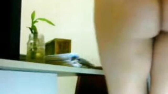 ડિપિંગ છોકરી સાથે pigtails પીળા ઘૂંટણ સવારી સનીલીયોન ના વીડીયો સેકસી બ્લેક લાકડી