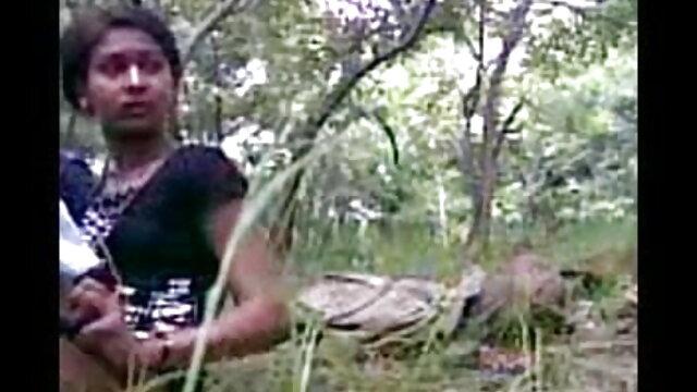 નગ્ન સોનેરી બાળક લે છે એક આરામદાયક સ્થિતિ અને વાહિયાત સેક્સ સેકસી વીડીયો youtube મશીન