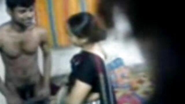નગ્ન કાળી સ્નાન છે અને સૂર્યસ્નાન કરતા, બીચ પર બીપી સેકસી વીડીયો પિચર