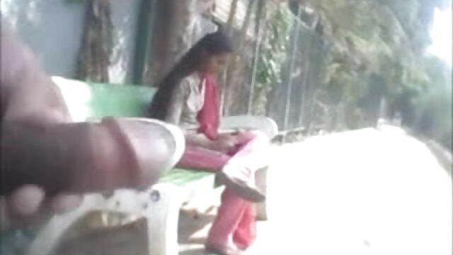એક મહિલા એક બ્લેક સેકસી વીડીયો મુવીસ ટી-શર્ટ kneels અન્ય લોકો સામે લે છે અને તેના ઊંઘ માં કોર્સ