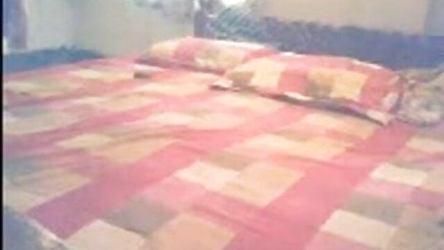 યુવાન છોકરી સાથે હજામત કરેલું સેકસી વીડીયા એચડી ભોસ ચુત સ્પ્રેડ તેના પગ અને લે રબર શરૂ બિંદુ છે