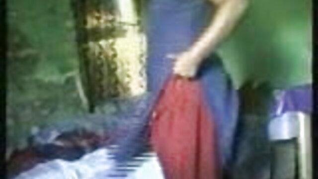 સુંદર લેડી વીડીયો સેકસી સાથે એક ટેટૂ તેના પર પાછા, બેઠક પર અમલ એજન્સી મોડેલ