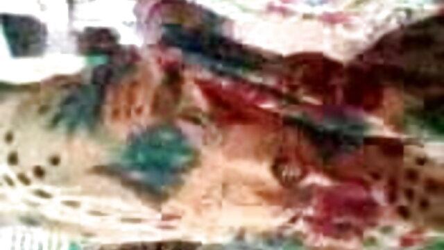 વ્યક્તિ સંપૂર્ણ કવર સાથે નર્સ મોટી સેકસી વીડીયો એક્સ એક્સ ડિંટ્ડી મસાજ ટેબલ પર